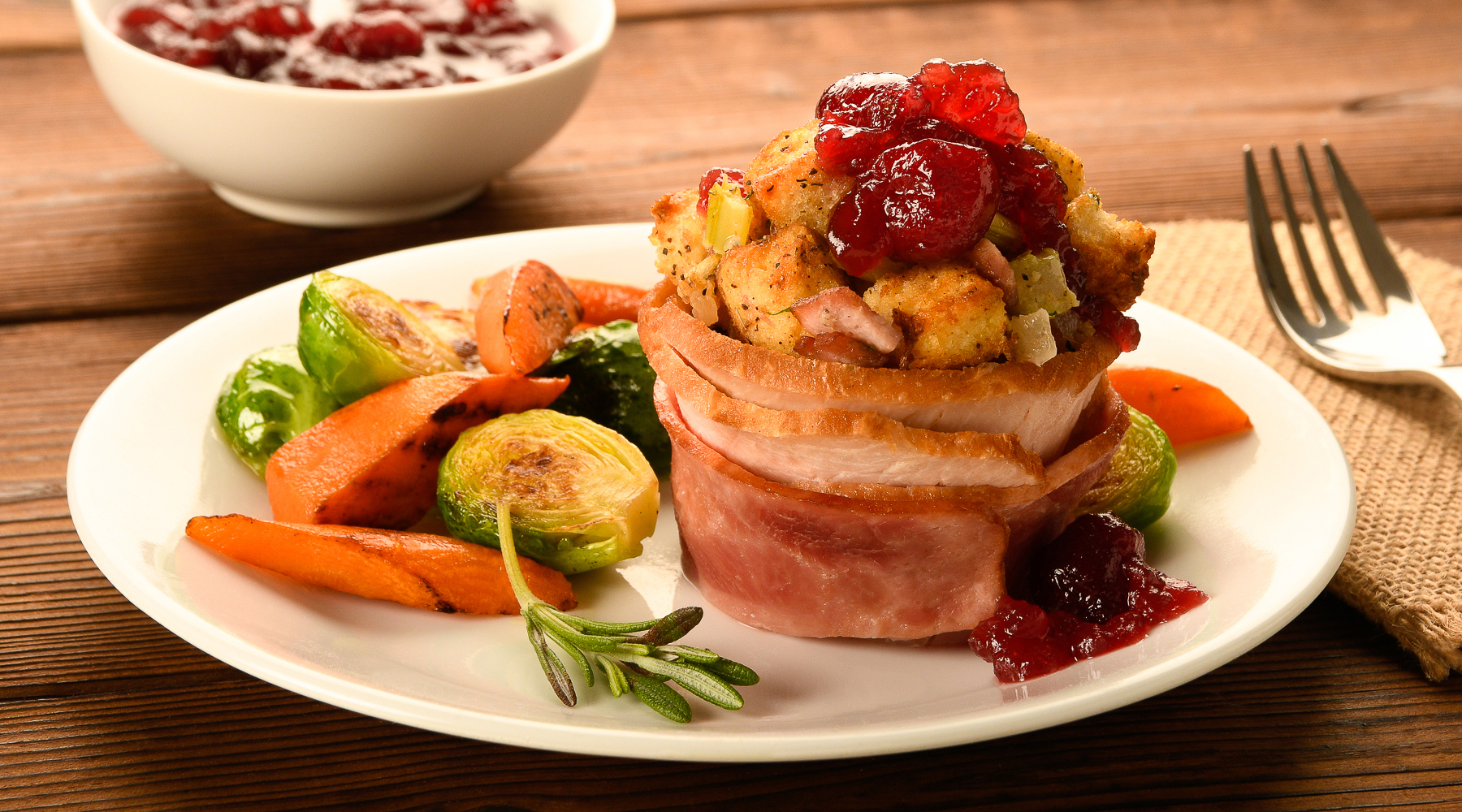 Turkey and Bacon Stuffing Cups with Cranberry Sauce